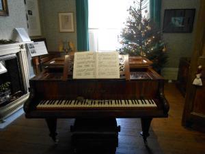 Holst piano